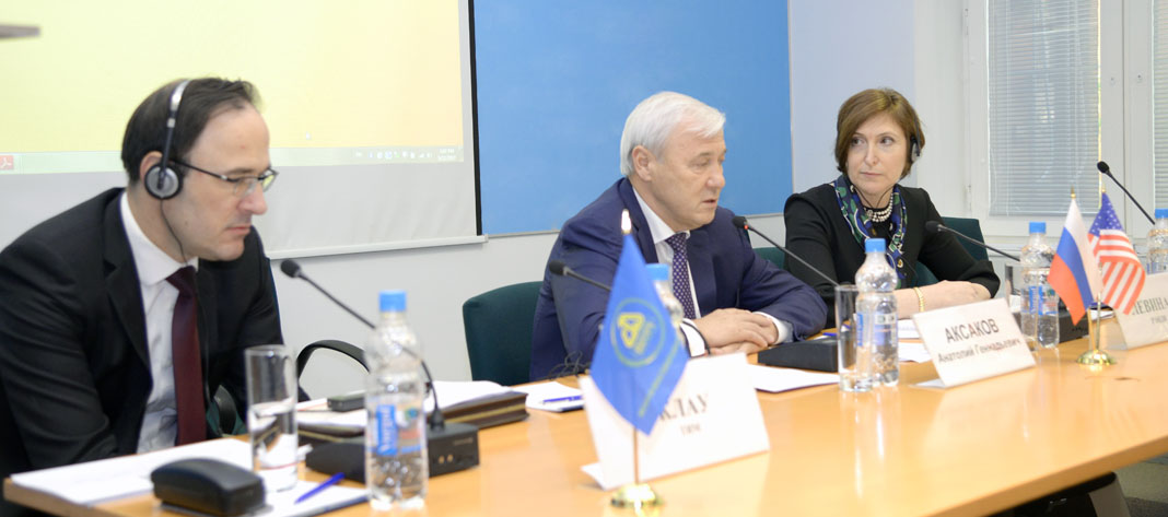 From left to right: Tim Clough, Partner, Risk Assurance, PwC; Anatoly Aksakov, Chairman, RF State Duma Committee on Financial Markets; President, ASROS; ...